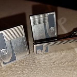 Mens Silver cufflinks and matching tie bar J  patt